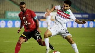 Les Chevaliers blancs de Zamalek, leaders du championnat égyptien, sont talonnés par les Diables rouges d'Al-Ahly.
