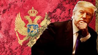 Trump con una bandera de Montenegro