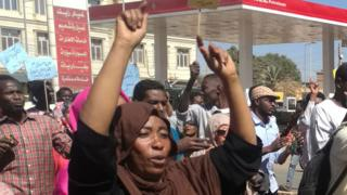 Sudanese demonstrators gather in Khartoum's twin city Omdurman on January 20, 2019,