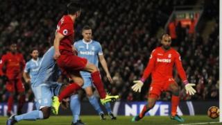 Adam Lallana ya ci wa Liverpool 4 ya taimaka aka ci 4 a Anfield a bana