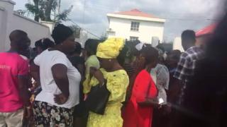Some of di voters wey wan collect di bribe
