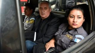 Former Guatemalan president (2012-2015) Otto Perez Molina (C) leaves under escort after attending a hearing at the court in Guatemala City on October 24, 2017.