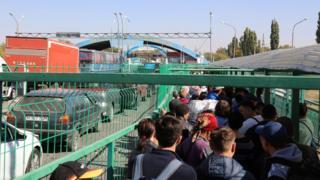 Казакстан октябрда Кыргызстан менен чек арасында текшерүүнү күчөткөн