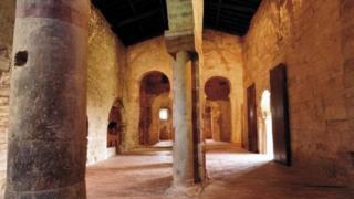 Hơn 1.000 năm trước, các thầy tu của tu viện Suso đã dịch văn bản Latinh sang ngôn ngữ địa phương Ibero-Romance, hay cái mà ngày nay chúng ta gọi là tiếng Tây Ban Nha.