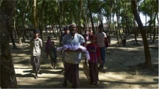 মিয়ানমারে অত্যাচার নির্যাতনের শিকার রোহিঙ্গাদের অনেকে সেখান থেকে পালিয়ে আশ্রয় নিয়েছে বাংলাদেশে
