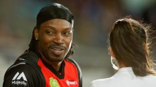 Chris Gayle speaks to Mel McLaughlin at the Big Bash League game in Hobart (4 Jan 2016)