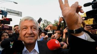 Андрес Мануель Лопес Обрадор - відомий як Амло - балотувався у президенти Мексики із 2006 року