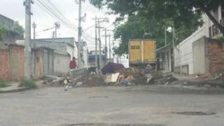 Barricada em bairro pobre do Rio de Janeiro