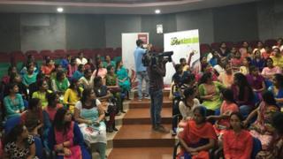 ఆంధ్ర విశ్వవిద్యాలయంలో #bbcshe టీం, విద్యార్థినులు
