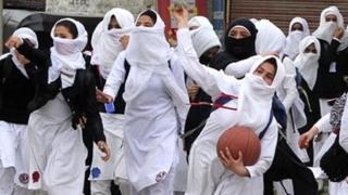 कश्मीर की पत्थरबाज़ लड़कियां
