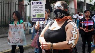 Manifestación contra las leyes anti-aborto en El Salvador