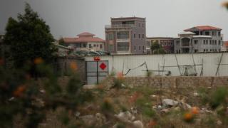 Những căn biệt thự tại Bác Xã giờ bỏ hoang vì nhiều người chủ đã vào tù