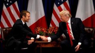 """Madaxweyne Macron (bidix) ayaa horey go'aanka Mareykanka uga baxay heshiiska ku tilmaamay """"mid daandaansi ah"""""""