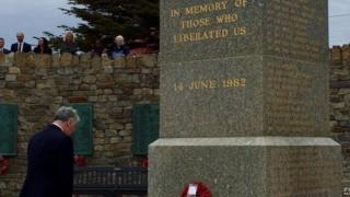 Michael Fallon at the Liberation monument in Stanley, in the Falklands (17/02/2016)