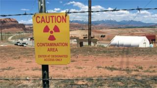 业余爱好者沃克在旅行中参观了老铀矿和其他辐射较强的地方。(Credit: Andrew Walker)