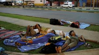 Migranti iz Veencuele spavaju na ulici Boa Viste
