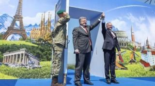 Украинанын президенти Петр Порошенко жана Словакиянын президенти Андрей Киска Ужгород чек ара бекетинде жолукту.