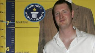 رکورد نیل فینگلتن سال ۲۰۰۷ به طور رسمی در کتاب گینس ثبت شد