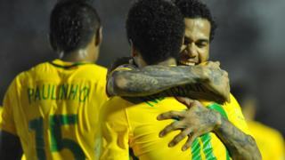 Danie Alves, Neymar y Paulinho