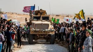 ارتش آمریکا در سال ۲۰۱۵ میلادی در حالی به یاری نیروهای مسلح کرد آمد که یک سوم شمال شرقی سوریه در تصرف داعش بود.