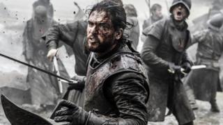 O personagem Jon Snow de Game of Thrones e sua espada