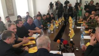 Представители вооруженных отрядов ДНР и ЛНР