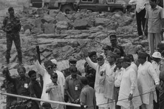 India ministers and scientists celebrate Pokhran test in 1998