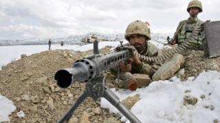 Pakistani army soldiers take position in the snow covered mountainous on the Pakistan-Afghanistan border (February 2007)