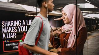 anuncio sobre campaña contra noticias falsas en Malasia