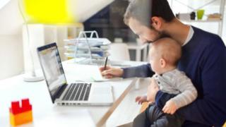 """يقول معهد العاملين والتنمية إن قرابة ثلثي العاملين بالموارد البشرية بالشركات البريطانية شهدوا حالات """"إجازات عمل"""" خلال العام الماضي"""