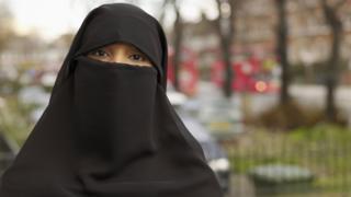 مسلمة منقبة