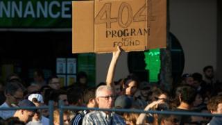 Demonstrasi menentang pemutusan layanan internet