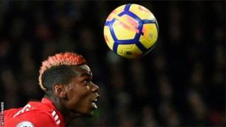 Umukinnyi Paul Pogba wa Manchester United ari mu bajya bakinisha umutwe