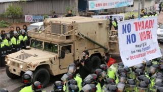 Amerikan askeri aracı füze savunma sisteminin inşa edileceği alana girerken