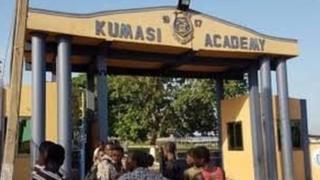Au moins quarante-quatre élèves du Lycée Kumasi Academy, pris de fortes fièvres, ont été hospitalisés cette semaine dans ce qui était d'abord considéré comme une épidémie de méningite.
