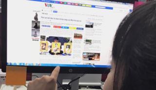 เว็บไซต์ของวอยซ์ ออฟ เวียดนาม สื่อของรัฐบาลเวียดนามรายงานเกี่ยวกับความจงรักภักดีของชาวไทยต่อในหลวง ร.9
