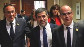 سه نفر از پنج نمایندهای که از زندان به پارلمان برده شدند