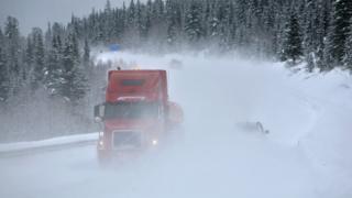 Фура в снегу