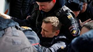 นายนาวาลนีถูกจับกุมระหว่างเดินขบวนที่ย่านใจกลางกรุงมอสโก