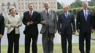 Angela Merkel, Tony Blair, Jacques Chirac, Vladimir Putin ve George W. Bush 2006'da St. Petersburg'da düzenlenen G8 zirvesinde