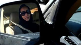 تعد السعودية الدولة الوحيدة في العالم التي تحظر على النساء قيادة السيارات