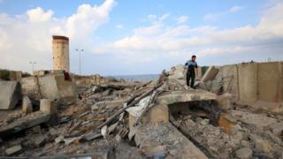 İsrail bombardımanında Gazze Şeridi yerlebir oldu.