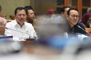 Menteri Kesehatan Terawan Agus Putranto (kiri) dan Dirut BPJS Kesehatan Fahmi Idris (kanan)