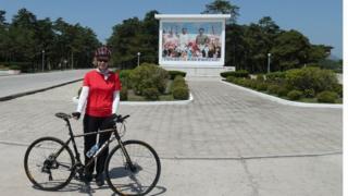 Snežana Radojičić u Severnoj Koreji sa biciklom, 2018.