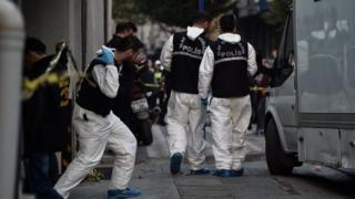 Turkish forensics leave an underground car park cordoned off by Turkish police, on 22 October 2018 in Istanbul,