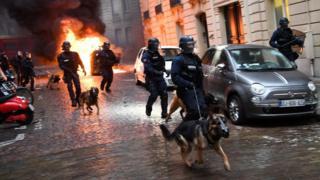 پلیس ضدشورش در پاریس حضور گسترده دارد