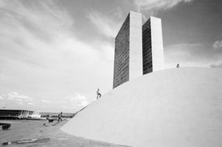 Il palazzo del congresso nazionale, in costruzione, Brasilia, Brasile, 1968