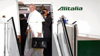 Папа со своим черным портфелем