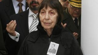 Rahşan Ecevit, 2006'da ölen eşi Bülent Ecevit'in cenazesinde