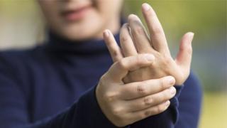 Parmaklarda çıtlama sesi